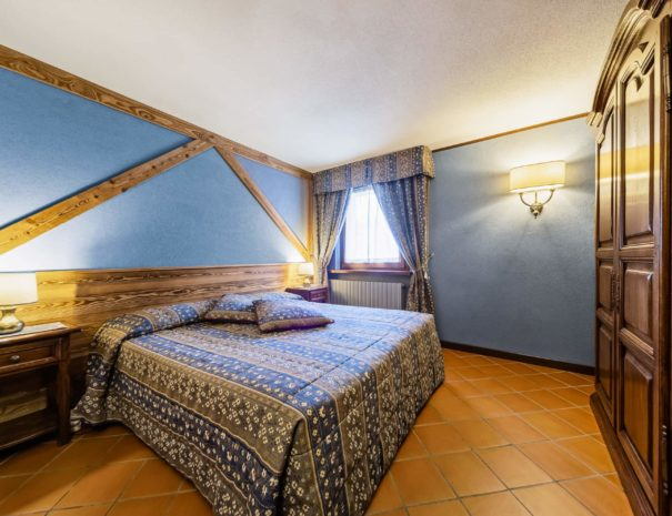 camera doppia blu - hotel cervinia vicino piste da sci