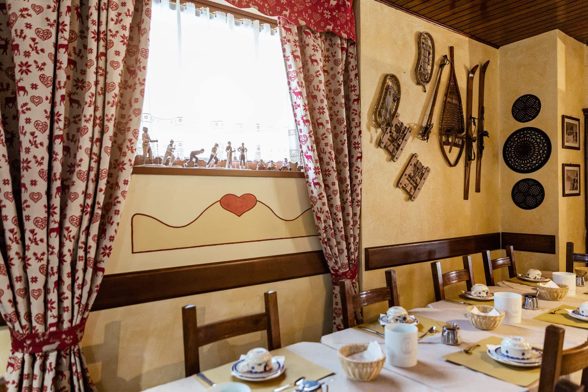 sala colazioni - jumeaux hotel tre stelle cervinia